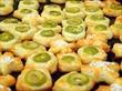 Сырные палочки часто подают в качестве закуски к пиву в барах и.
