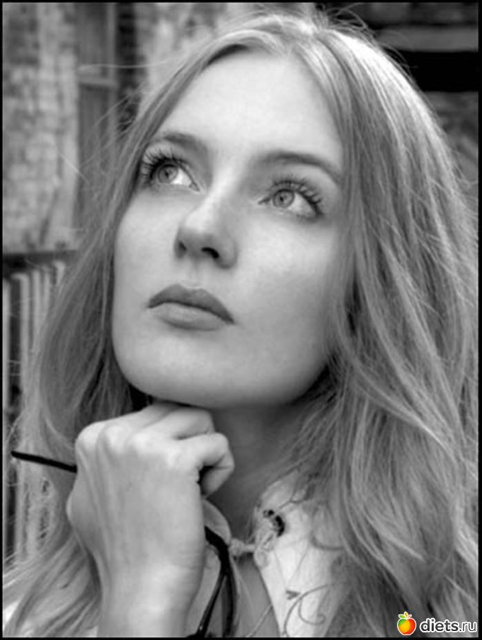 Задумчивая русская девушка.
