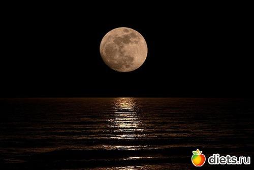 На листе бумаги на убывающую луну