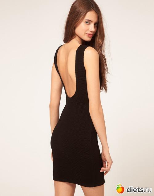 Платье с декольте на спине