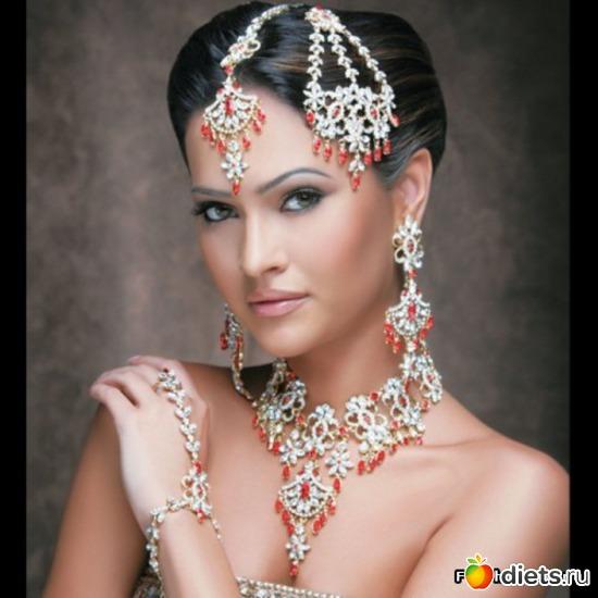 Индийские украшения становятся очень популярными в Европе - как и популярен индийский интерьер
