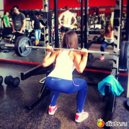 Трахнул молодую девку в спортзале 18 фотография