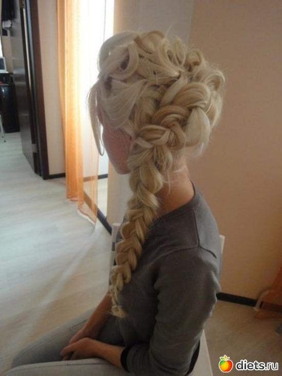 Прически с пышными волосами косы