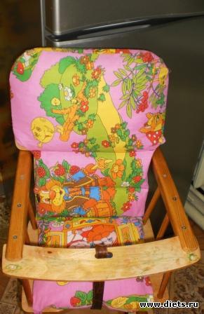 Вот такой чехольчик на стульчик для кормления пошила своему сынишке, чтобы ему было удобно и комфортно сидеть.