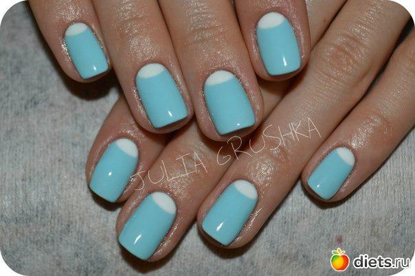 Покрытие ногтей голубым лаком фото