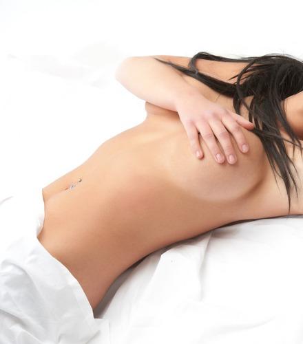 Массаж красивой натуральной груди