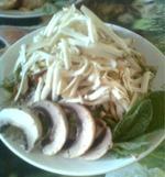 Салат с грибами и копченым сыром