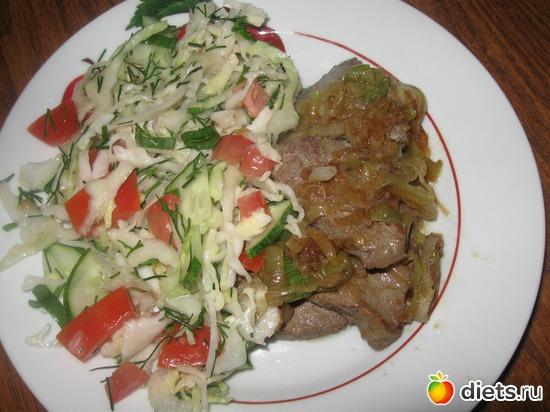 Мой ужин: печень тушеная с луком и овощной салат, альбом: Я готовлю