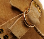 Правильный уход за одеждой из замши