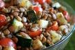 Салат с чечевицей по-гречески  около 84.41 ккал на 100 г