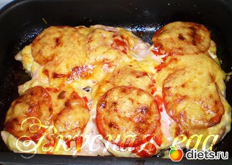 куриное филе в фольге в духовке с сыром и помидорами