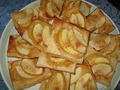 Пирожные из слоеного теста с яблоками