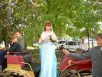 читаю свидетельство о браке, стоя в кабриолете