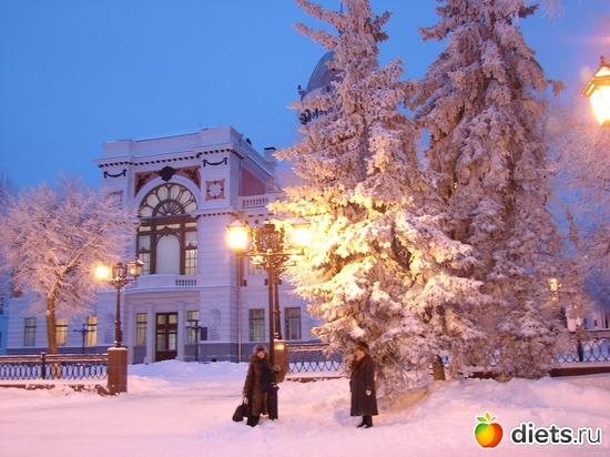 на фоне краеведческого музея в Ульяновске на Венце, альбом: я и мой город