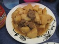 Коричневая картошка с мясом