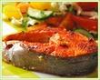 Стейк форели с овощным салатом