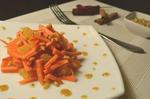 просто бомбовский салатик, в котором содержится огромное количество витаминов, микро и макроэлементов. На вкус он просто потрясающий, сочетание апельсина, моркови и орехов в сочетании с соусом дает ошеломляющий результат.