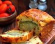 Закусочный кекс с брокколи, сыром и вялеными томатами