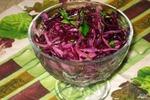 Салатик из красной капусты.