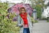 Дождь - это повод одеться ярко и взять любимый зонт на прогулку.
