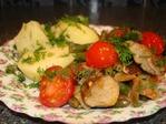 Теплый салат с грибами, фасолью и помидорами.