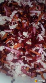 Постный салат  из пекинки, свеклы, моркови, яблока