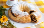 Лучшие рецепты рулета с изюмом, из дрожжевого, песочного, слоеного, бисквитного теста. Для повседневного и праздничного стола.