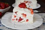 Сливочный торт из клубники и зефира (без выпечки).