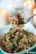 Витаминный пикантный салат с черной редькой, клюквой и говядиной. Вкусная коллекция