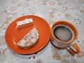 Зпавтрак: домашняя куриная ветчина 60г, пастила с зефиром 30г, кофе
