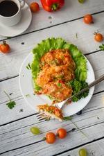 Куриные отбивные в луковом кляре с овощами и сыром. Вкусная коллекция