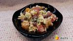 Салат из фасоли с помидорами, сыром и яйцами.