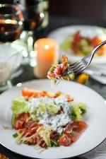 Салат с рыбой и беконом ко дню святого Валентина. Вкусная коллекция