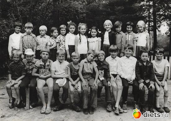"""1977 год, альбом: Пионерский лагерь """"Огонёк""""  в Васкелово"""