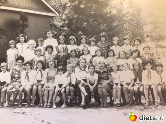 """1980 год 5-й отряд, альбом: Пионерский лагерь """"Огонёк""""  в Васкелово"""
