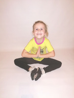 Веселая йога с ребенком на «карантикулах»