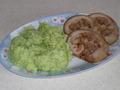 Рулет из свиной рульки с пюре из цветной капусты с брокколи