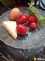 Совсем простой салат из редиски-яиц-сыра!