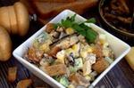 Салат из шпрот с сухариками и кукурузой